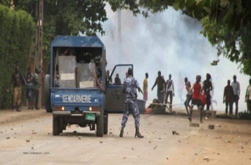 Répression des manifestations/ Les gaz lacrymogènes sont ...